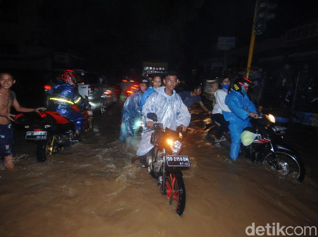 Penampakan Banjir yang Terjang Manado