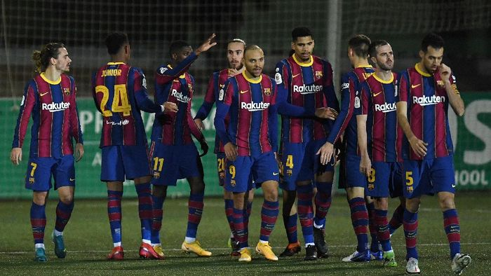 BARCELONA, SPAIN - JANUARY 21: Ousmane Dembele of Barcelona celebrates with Martin Braithwaite, Ronald Araujo and team mates after scoring their sides first goal during the Copa del Rey match between Cornella and FC Barcelona on January 21, 2021 in Barcelona, Spain. Sporting stadiums around Spain remain under strict restrictions due to the Coronavirus Pandemic as Government social distancing laws prohibit fans inside venues resulting in games being played behind closed doors. (Photo by Alex Caparros/Getty Images)