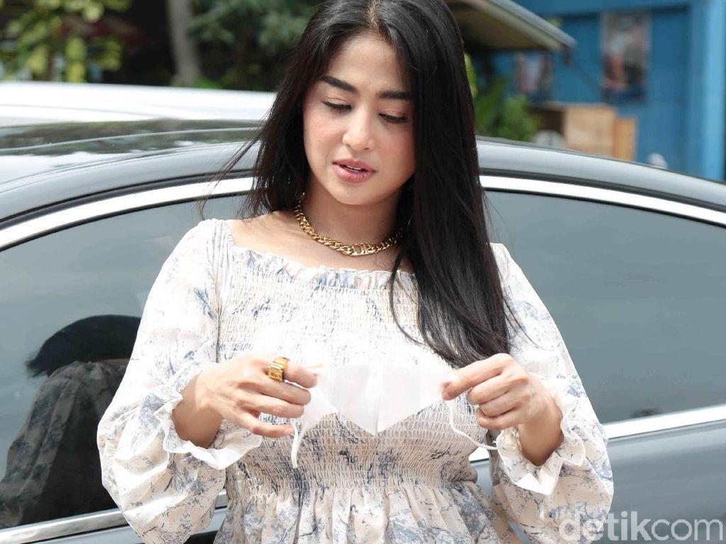Dewi Perssik Merasa Tak Tega Lebby Jualan Boba di Depan Rumah