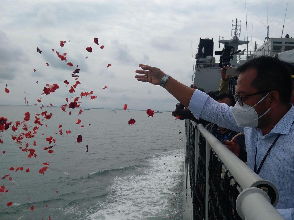 Dirut Sriwijaya Air Dampingi Keluarga Korban Tabur Bunga: Kami Turut Berduka