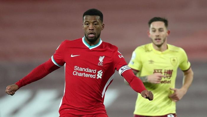 LIVERPOOL, ENGLAND - JANUARY 21: Georginio Wijnaldum of Liverpool on the ball during the Premier League match between Liverpool and Burnley at Anfield on January 21, 2021 in Liverpool, England. Sporting stadiums around the UK remain under strict restrictions due to the Coronavirus Pandemic as Government social distancing laws prohibit fans inside venues resulting in games being played behind closed doors. (Photo by Clive Brunskill/Getty Images)