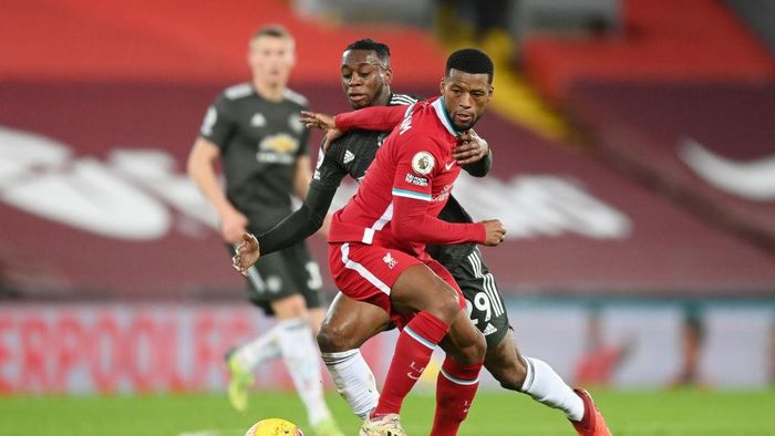 LIVERPOOL, ENGLAND - JANUARY 17: Aaron Wan-Bissaka of Manchester United battles for possession with Georginio Wijnaldum of Liverpool during the Premier League match between Liverpool and Manchester United at Anfield on January 17, 2021 in Liverpool, England. Sporting stadiums around England remain under strict restrictions due to the Coronavirus Pandemic as Government social distancing laws prohibit fans inside venues resulting in games being played behind closed doors. (Photo by Michael Regan/Getty Images)
