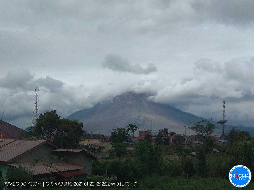 Status Siaga, Gunung Sinabung 22 Kali Erupsi Sejak Awal 2021