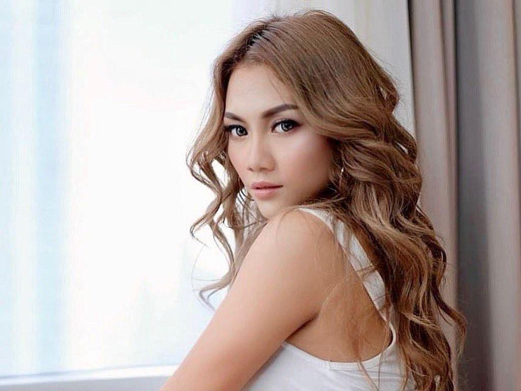 10 Potret Hani Putri, Model Majalah Dewasa yang Ogah Foto Bugil