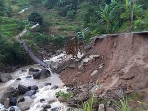 2 Desa di Cianjur Diterjang Bencana, Jembatan Ambruk-Bangunan SMP Rusak