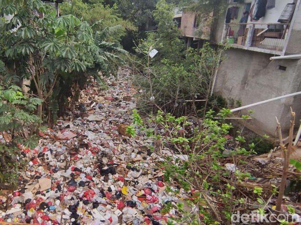 Ada 2 TPS Tak Jauh dari Kali Sampah Kota Depok