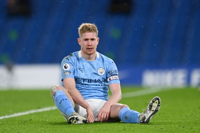LONDON, ENGLAND - JANUARY 03: Kevin De Bruyne of Manchester City reacts during the Premier League match between Chelsea and Manchester City at Stamford Bridge on January 03, 2021 in London, England. The match will be played without fans, behind closed doors as a Covid-19 precaution. (Photo by Shaun Botterill/Getty Images)