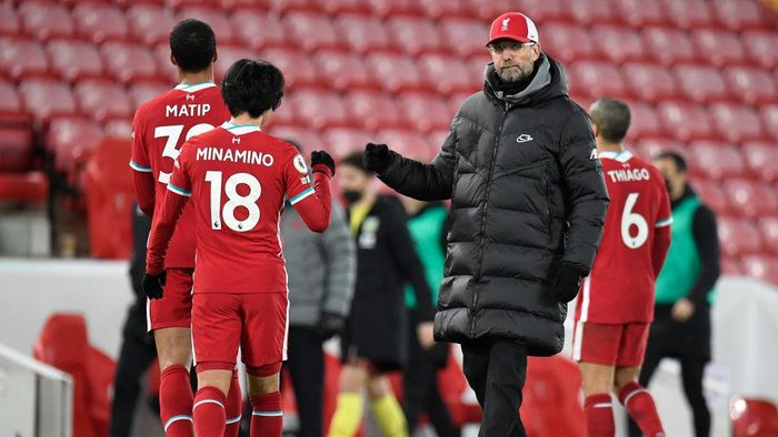 LIVERPOOL, ENGLAND - JANUARY 21: Jurgen Klopp, Manager of Liverpool interacts with Takumi Minamino of Liverpool following the Premier League match between Liverpool and Burnley at Anfield on January 21, 2021 in Liverpool, England. Sporting stadiums around the UK remain under strict restrictions due to the Coronavirus Pandemic as Government social distancing laws prohibit fans inside venues resulting in games being played behind closed doors. (Photo by Peter Powell - Pool/Getty Images)