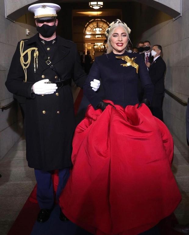 Gaya fashion Lady Gaga di Pelantik Biden-Harris