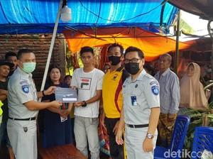 Jasa Raharja Serahkan Santunan Korban Sriwijaya Air ke Keluarga di Pinrang