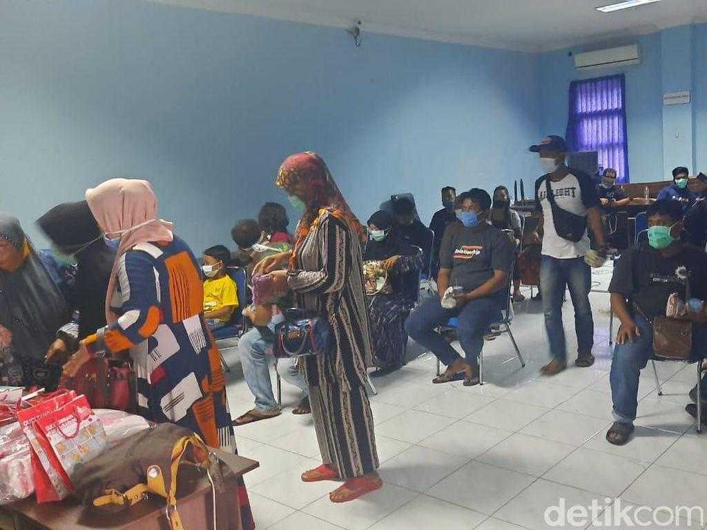 38 Pengungsi Gempa Mamuju Kembali di Desanya Lamongan