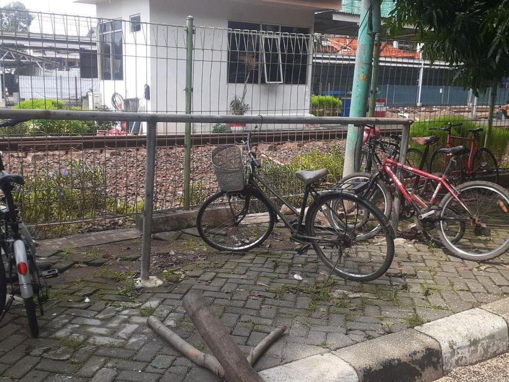 #ParkiruntukSepeda di Stasiun KRL Bakal Dilengkapi Ruang Ganti/Bilas
