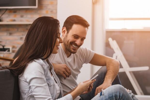 Tidak semua orang dengan depresi mau membicarakan perasaan mereka, tetapi jika pasangan kamu ingin curhat atau menangis, cobalah untuk selalu ada disaat-saat itu,