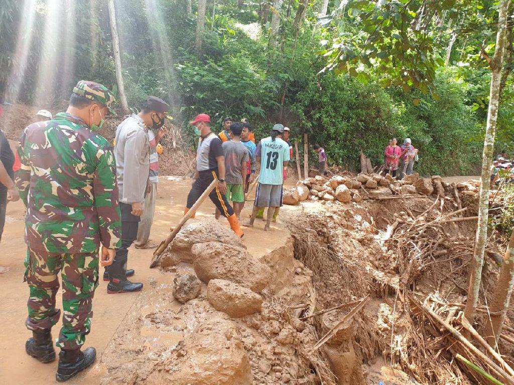 Sempat Tertutup Tanah Longsor, Jalur Antar Dusun di Ngawi Kini Bisa Dilewati