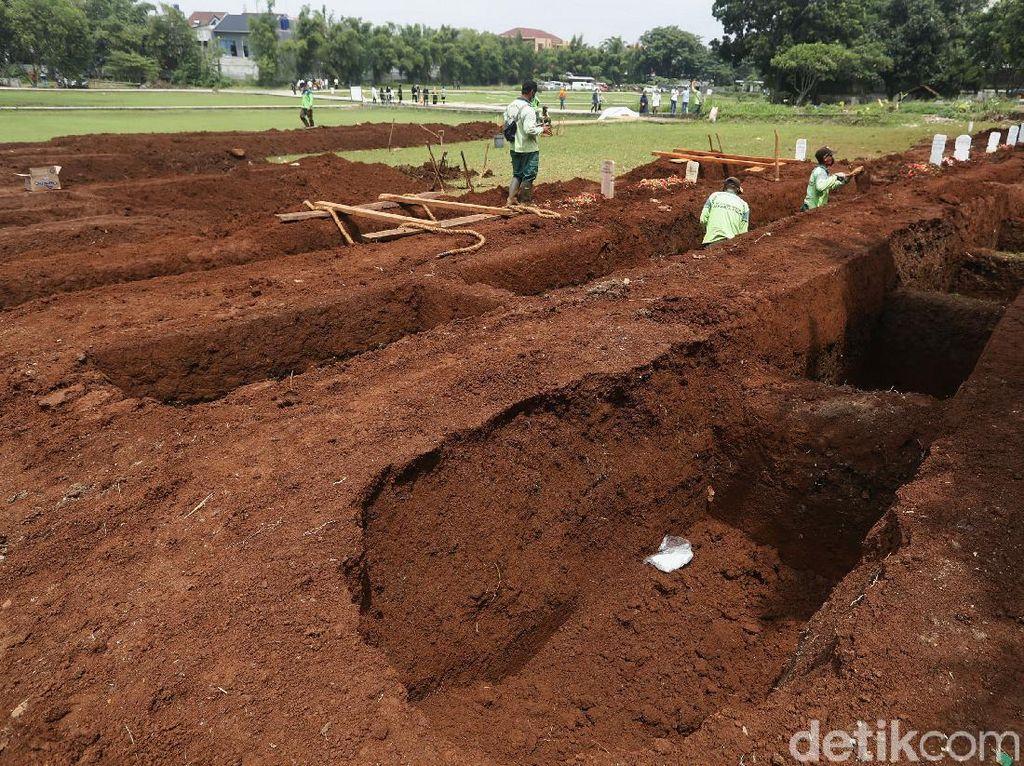Anies Pastikan Ketersediaan Lahan Tambahan Makam Jenazah COVID-19
