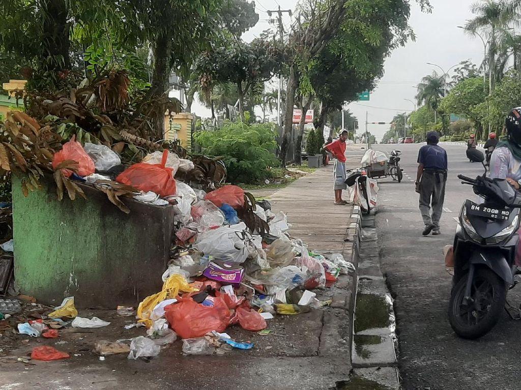 KLHK Sempat Surati Walkot Pekanbaru soal Sampah Numpuk tapi Tak Direspons