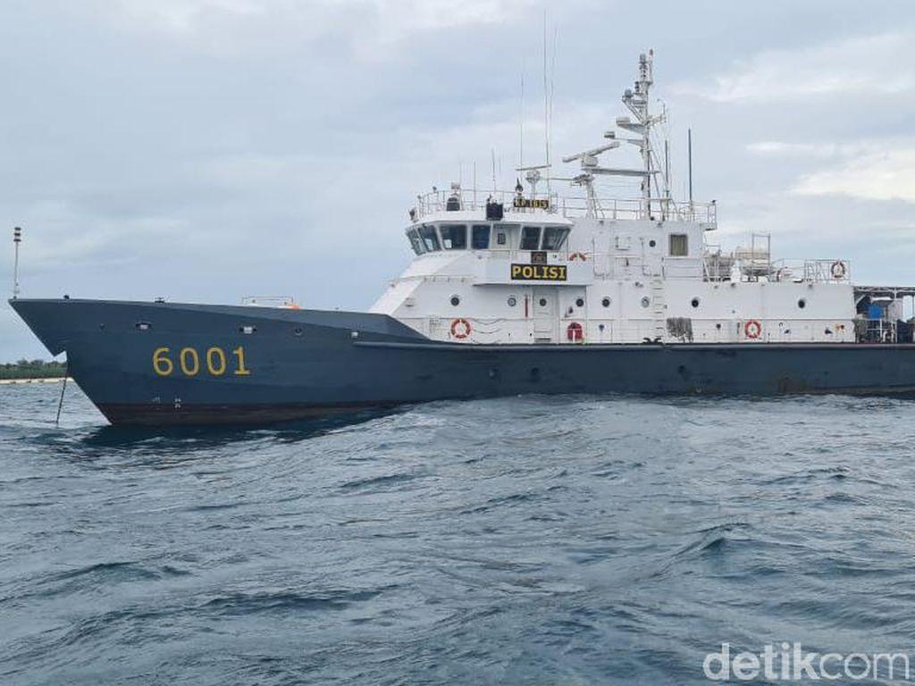 Petugas Gabungan Lakukan Pencarian 5 ABK yang Hilang di Perairan Gresik