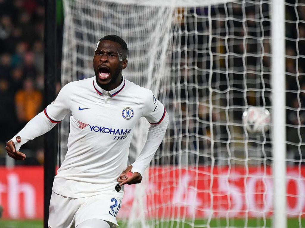 AC Milan Pinjam Bek Chelsea Fikayo Tomori