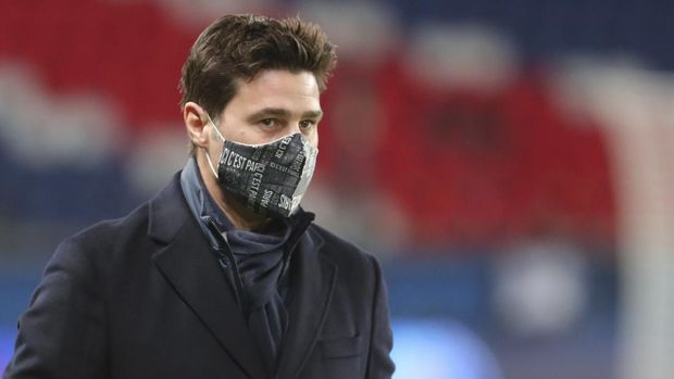 PSG's head coach Mauricio Pochettino looks at the field during the French League One soccer match between Paris Saint-Germain and Montpellier at the Parc des Princes stadium in Paris, France, Friday, Jan.22, 2021. (AP Photo/Thibault Camus)
