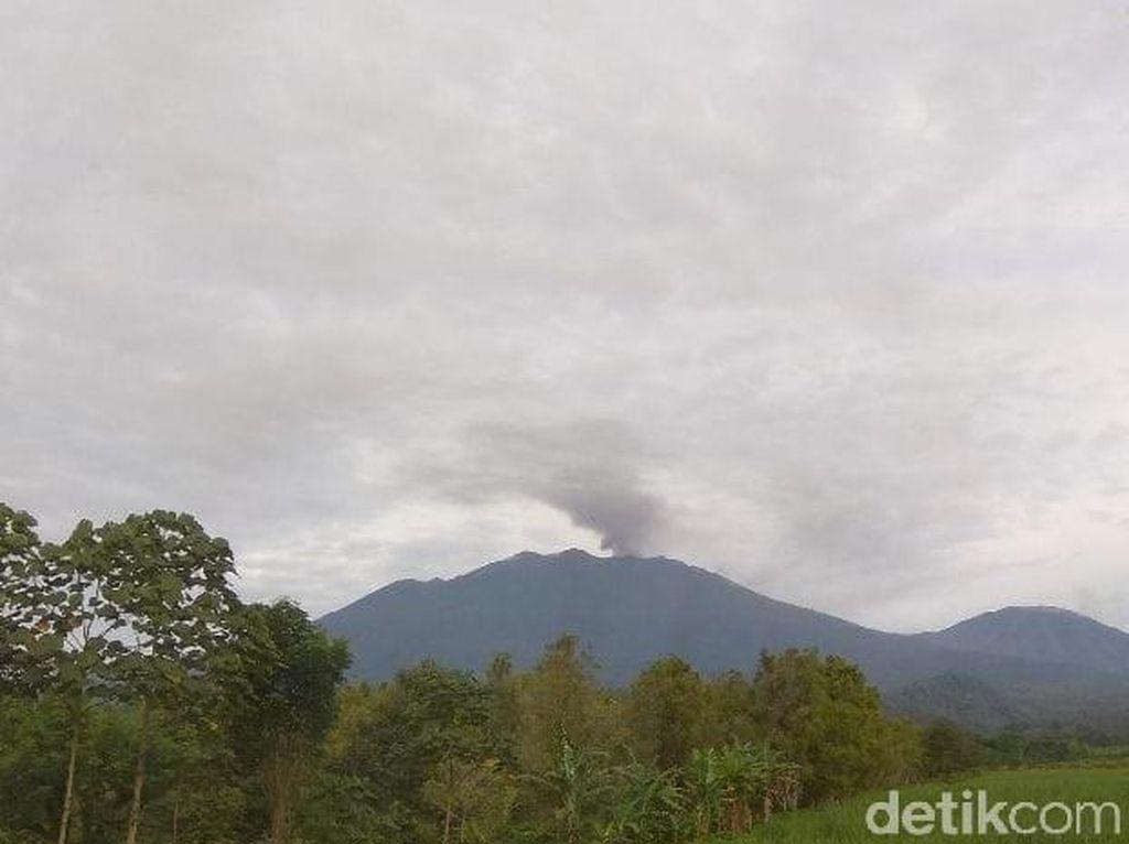 Gunung Raung Terus Erupsi, Namun Tak Ada Laporan Hujan Abu