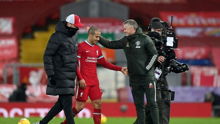 LIVERPOOL, ENGLAND - JANUARY 17: Ole Gunnar Solskjaer, Manager of Manchester United interacts with Jurgen Klopp, Manager of Liverpool and Thiago Alcantara after the Premier League match between Liverpool and Manchester United at Anfield on January 17, 2021 in Liverpool, England. Sporting stadiums around England remain under strict restrictions due to the Coronavirus Pandemic as Government social distancing laws prohibit fans inside venues resulting in games being played behind closed doors. (Photo by Michael Regan/Getty Images)