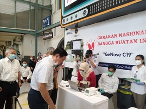 Menko Marves-Menhub Tinjau Alat GeNose C19 Buatan UGM di Stasiun Senen