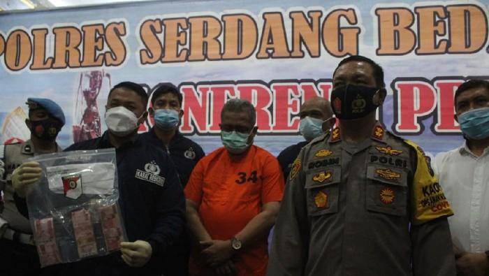 Polisi tangkap Kadis Sosial Sergai (dok. Istimewa)