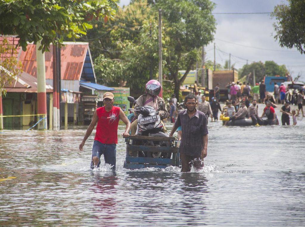 Kemendagri Ganti 16.187 Dokumen Kartu Keluarga Korban Banjir Kalsel