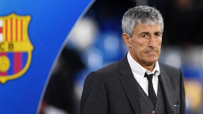 NAPLES, ITALY - FEBRUARY 25: Quique Setién Fc Barcelona coach during the UEFA Champions League round of 16 first leg match between SSC Napoli and FC Barcelona at Stadio San Paolo on February 25, 2020 in Naples, Italy. (Photo by Francesco Pecoraro/Getty Images)