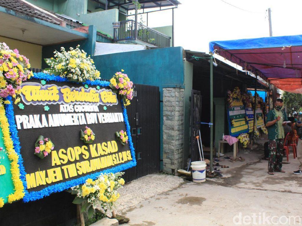 Rumah Duka Pratu Roy yang Tewas Ditembak di Papua Penuh Karangan Bunga