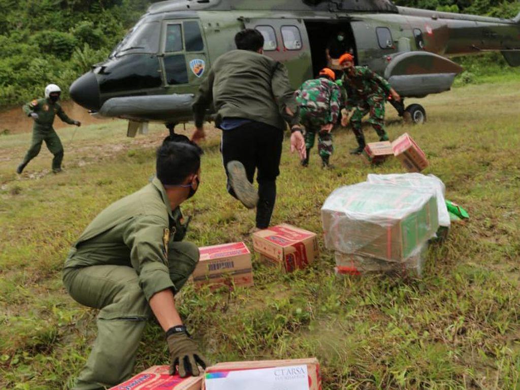 TNI AU Bantu Salurkan Donasi ke Daerah Terisolir di Sulbar