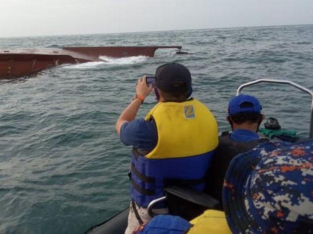 Dua Kapal Tabrakan di Perairan Gresik, 5 ABK Masih Belum Ditemukan