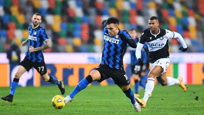 UDINE, ITALY - JANUARY 23: Lautaro Martinez of FC Internazionale  in action during the Serie A match between Udinese Calcio and FC Internazionale at Dacia Arena on January 23, 2021 in Udine, Italy. (Photo by Alessandro Sabattini/Getty Images)