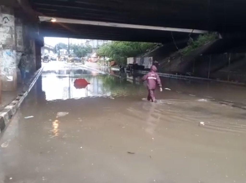 Jalan Kalimalang Bekasi Terendam Banjir, Rekayasa Lalin Dilakukan