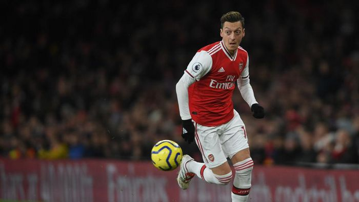 LONDON, ENGLAND - DECEMBER 05: Mesut Ozil of Arsenal in action during the Premier League match between Arsenal FC and Brighton & Hove Albion at Emirates Stadium on December 05, 2019 in London, United Kingdom. (Photo by Mike Hewitt/Getty Images)