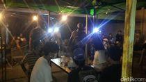 Polisi Bubarkan Kerumunan di Food Court Kemang, Pengunjung Dirapid Tes