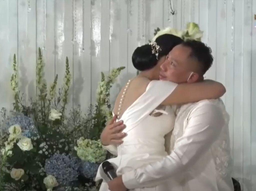 Tangis Kalina Oktarani Tak Melihat Azka Corbuzier di Pernikahannya