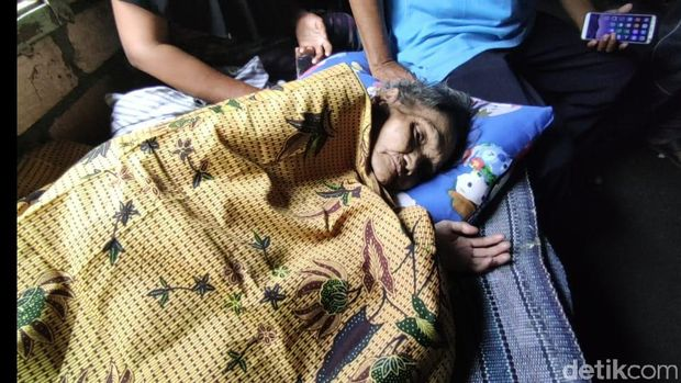 viral video nenek di lamongan sebatang kara