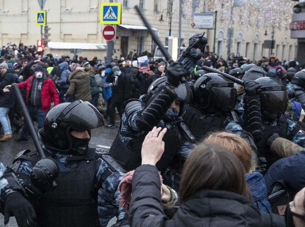 Kremlin Tuding Paman Sam Campur Tangan Aksi Demo Anti-Putin