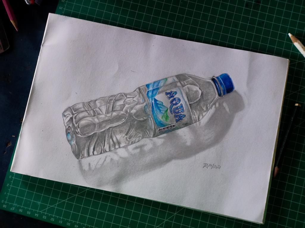 5 Jam Gambar Botol Air Mineral, Pria Ini Viral dan Banjir Pujian