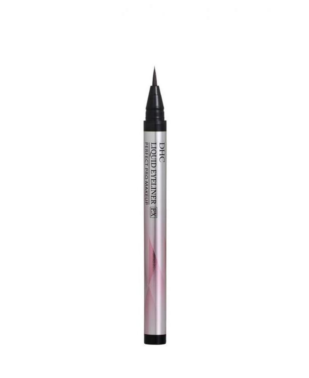Formulanya yang diklaim tahan air juga membuat banyak orang merekomendasikan eyeliner yang satu ini.
