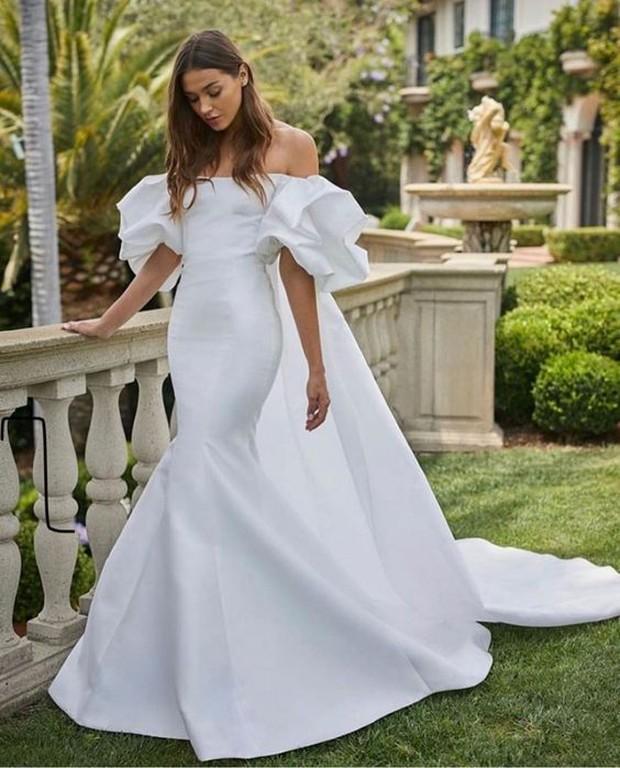 Sama seperti namanya, gaun yang satu ini ketat pada bagian atas dan melebar pada bagian bawah seperti ekor duyung.
