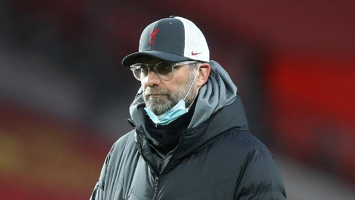 MANCHESTER, ENGLAND - JANUARY 24: Jurgen Klopp, Manager of Liverpool looks on ahead of The Emirates FA Cup Fourth Round match between Manchester United and Liverpool at Old Trafford on January 24, 2021 in Manchester, England. Sporting stadiums around the UK remain under strict restrictions due to the Coronavirus Pandemic as Government social distancing laws prohibit fans inside venues resulting in games being played behind closed doors. (Photo by Martin Rickett - Pool/Getty Images)