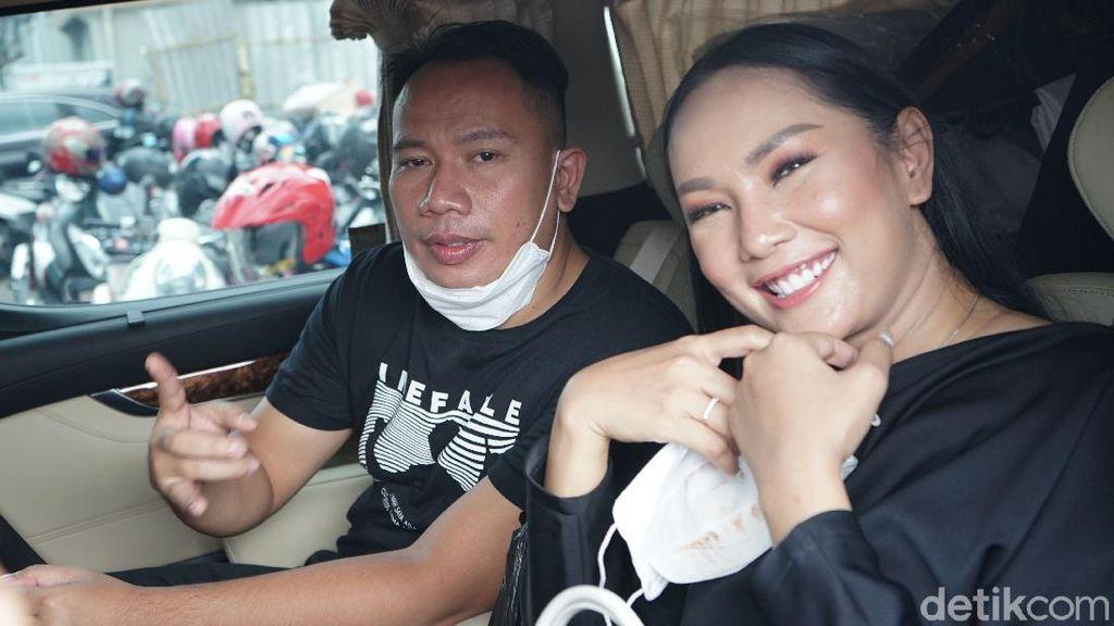 Kalina dan Vicky Prasetyo Langsung Tampil di TV usai Tunangan
