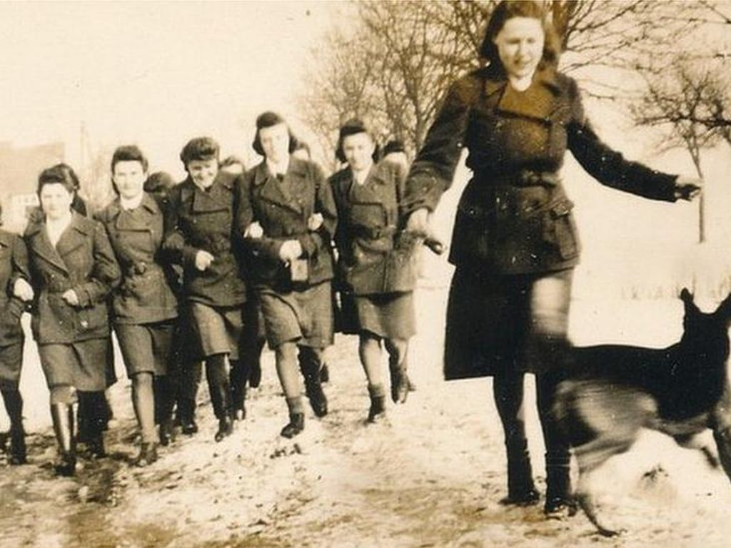 Kisah Para Perempuan yang Jadi Penyiksa di Kamp Konsentrasi Nazi