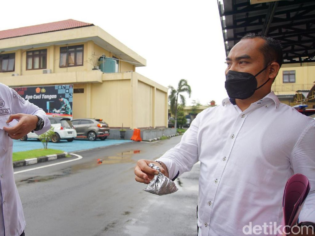 Ini Bubuk Abu-abu yang Diamankan dari Lokasi Ledakan Keras di Mojokerto