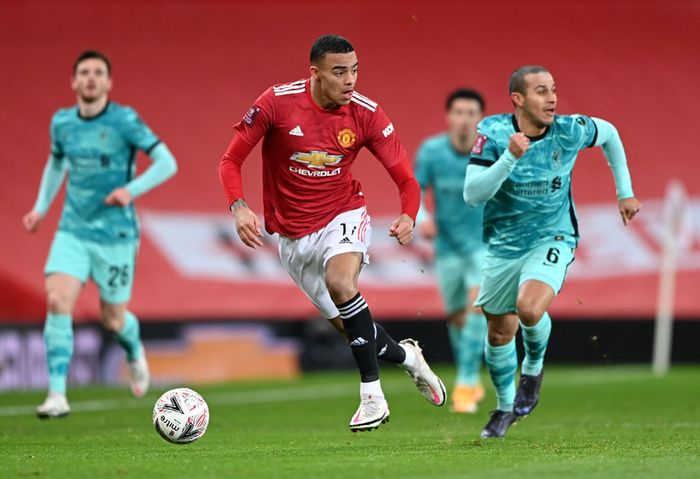 MANCHESTER, ENGLAND - JANUARY 24: Mason Greenwood of Manchester United looks to break past Thiago of Liverpool during The Emirates FA Cup Fourth Round match between Manchester United and Liverpool at Old Trafford on January 24, 2021 in Manchester, England. Sporting stadiums around the UK remain under strict restrictions due to the Coronavirus Pandemic as Government social distancing laws prohibit fans inside venues resulting in games being played behind closed doors. (Photo by Laurence Griffiths/Getty Images)