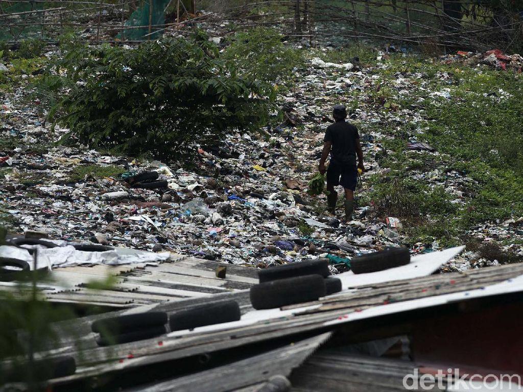Gegara Cuaca, Rencana Alat Berat Angkut Sampah Selapangan Bola Ditunda Lagi