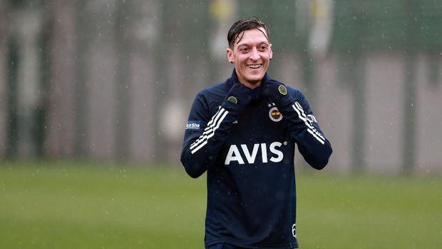 Mesut Oezil menjalani latihan perdana bersama Fenerbahce, Senin (25/1/2021).