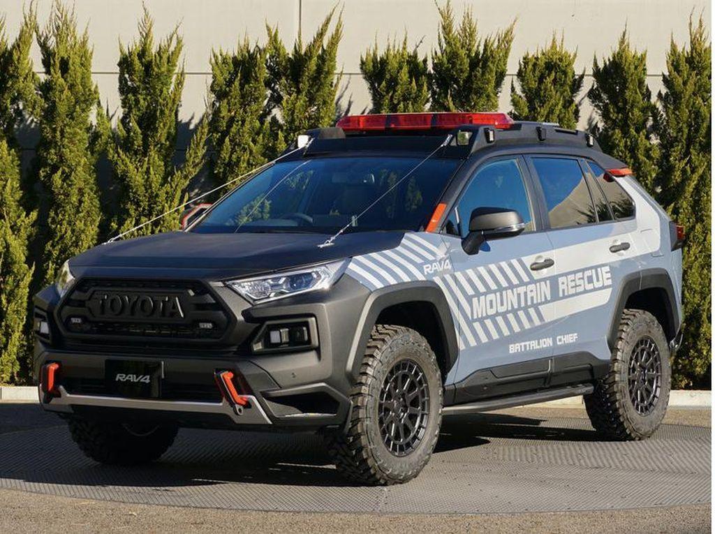 Gagah Banget, Toyota RAV4 Ini Dimodifikasi Jadi Mobil Penyelamat